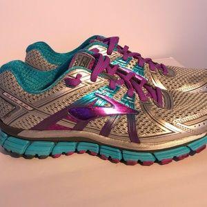 Brooks Adrenaline GTS 17 Running Shoes SZ 9